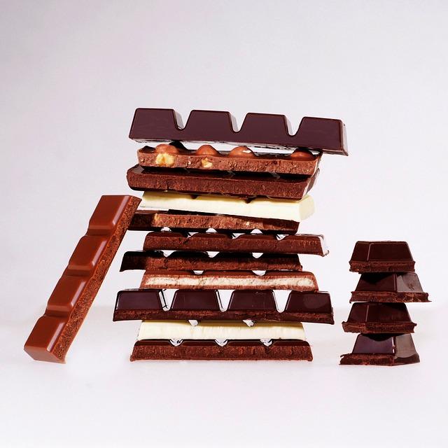 Tablettes de chocolat blanc, au lait et noir